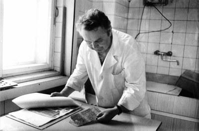 Bruno Hoge pracuje na metodě štěpení papíru