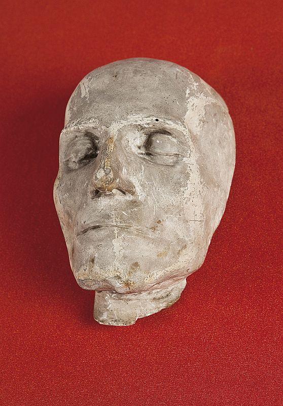 posmrtna-maska.jpg
